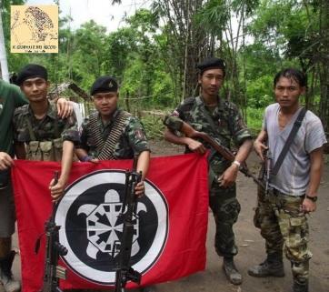 birmani-con-fascio-littorio-e-bandiera-casapound.jpg