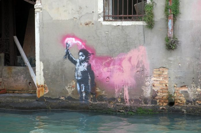 Banksy-4-Venice-courtesy-photo-Lapo-Simeoni.jpg-696x463